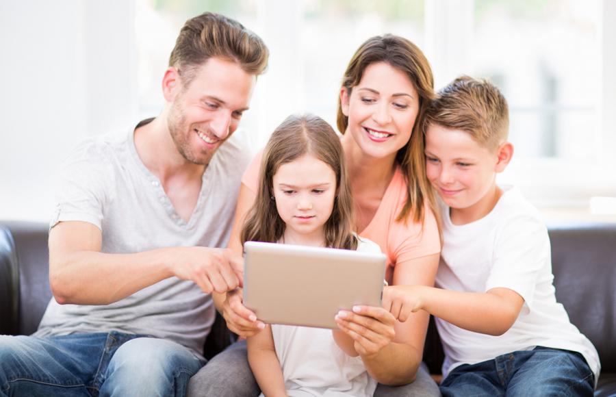Kako otroke naučiti pametne in varne uporabe interneta